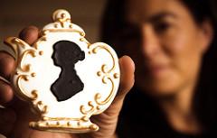 Jane Austen's silhouette on a teapot